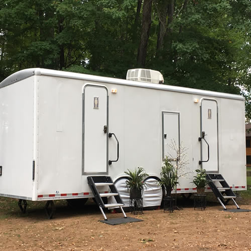restroom-trailer-portable-toilets-02